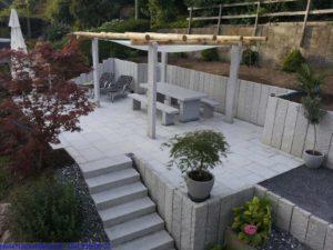 Blockstufen für Treppen im Gartenbau.